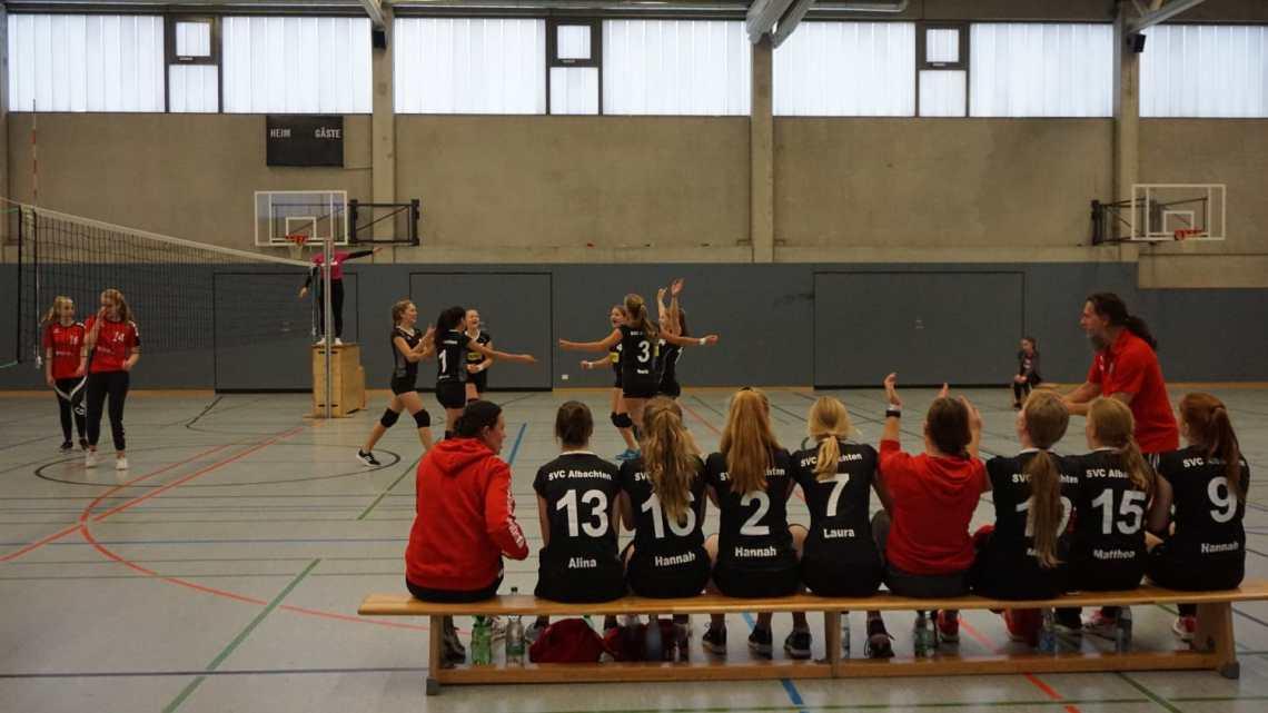 U18 Volleyballerinnen mit dem ersten Sieg am ersten Heimspieltag
