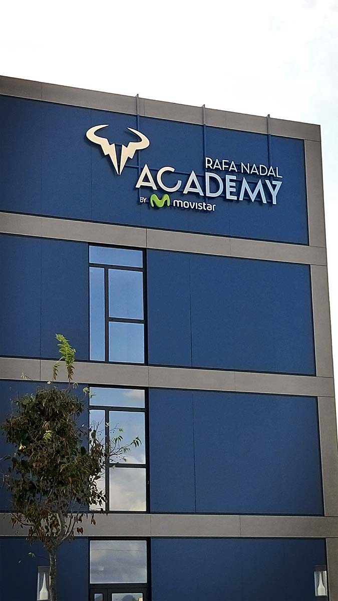 Rótulo corpóreo Inox Rafa Nadal Academy