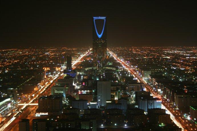 Kingdom Tower at night. Photo: Broadarrow, Wikipedia.org