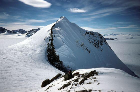 Large hole develops in Antartica