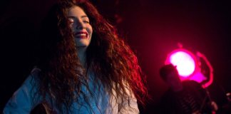 Lorde performs in Seattle, 2013. Photo taken by Kirk Stauffer, Wikimedia.
