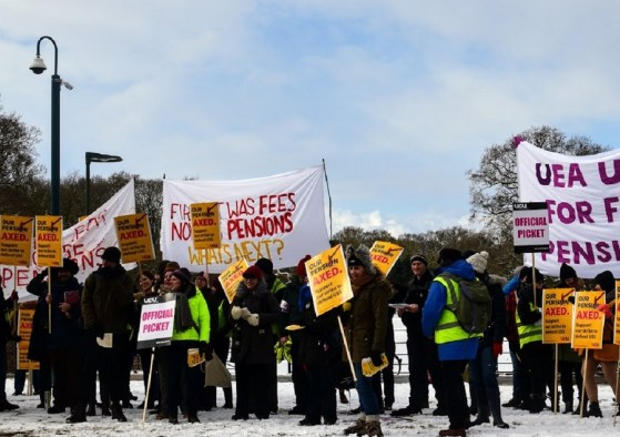 Strong turnout in snow of striking staff