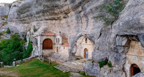 Ermita de San Tirso y San Bernabé en Ojo de Guareña