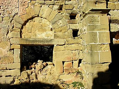 Detalle arco herradura de Santa María de Barrio en Cellorigo (La Rioja)