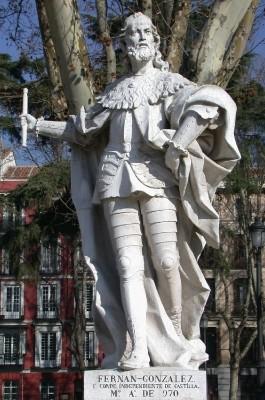 Estatua de Fernán González en plaza de Oriente de Madrid