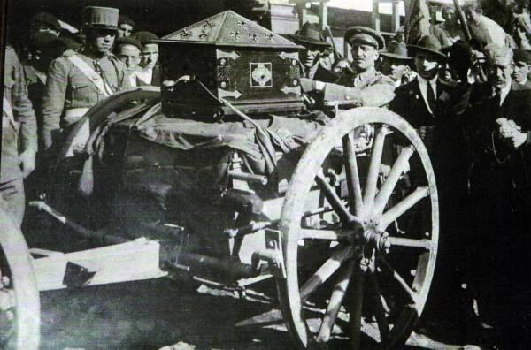 Arca con las cabezas de los siete infantes de Lara en la procesión de 1924