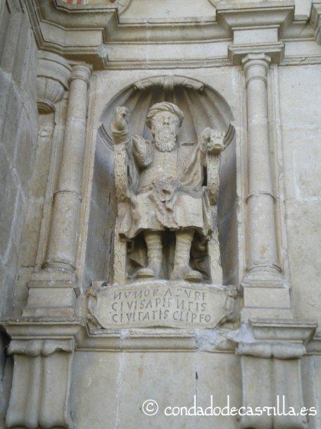 Estatua de Nuño Rasura en Bisjueces