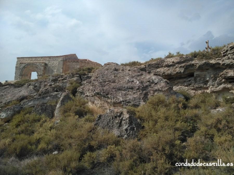 Ermita de San Miguel desde las cuevas