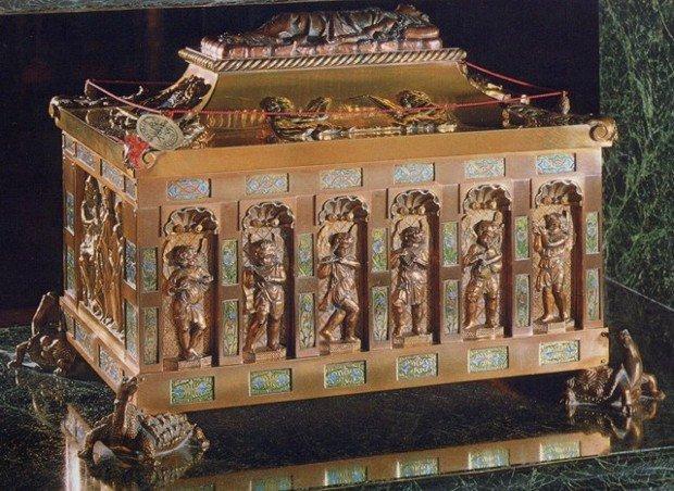 Urna con las reliquias de San Pelayo en Oviedo