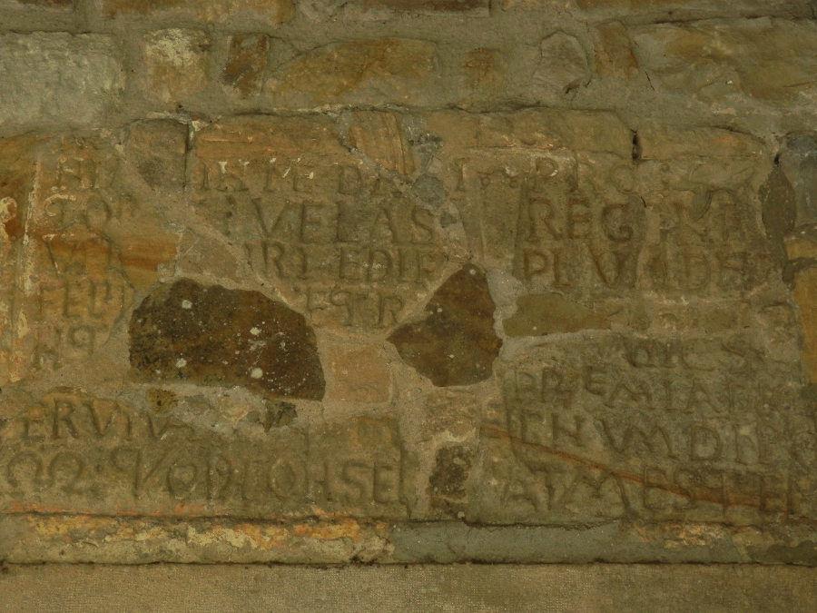 Lápida consagración San Salvador de Deva