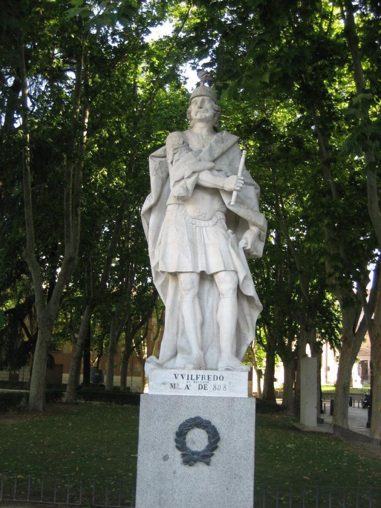 Estatua de Wifredo el Velloso en la Plaza de Oriente de Madrid