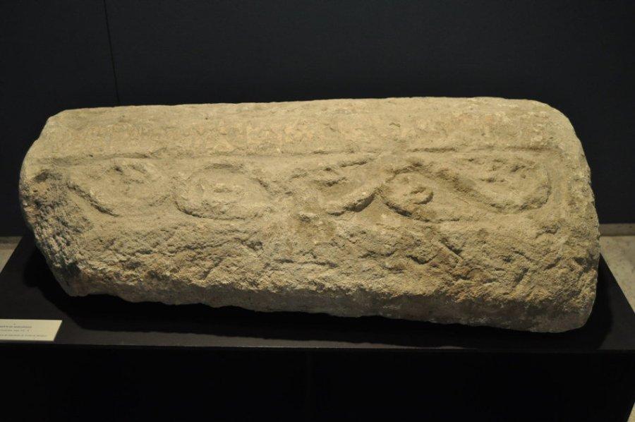 Fragmento tapa de sarcófago San Pedro de Valeránica