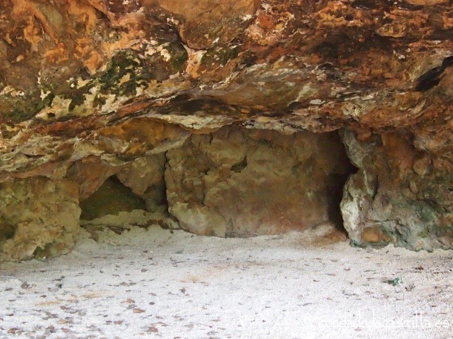 Interior de la Cueva Grande de Cillaperlata