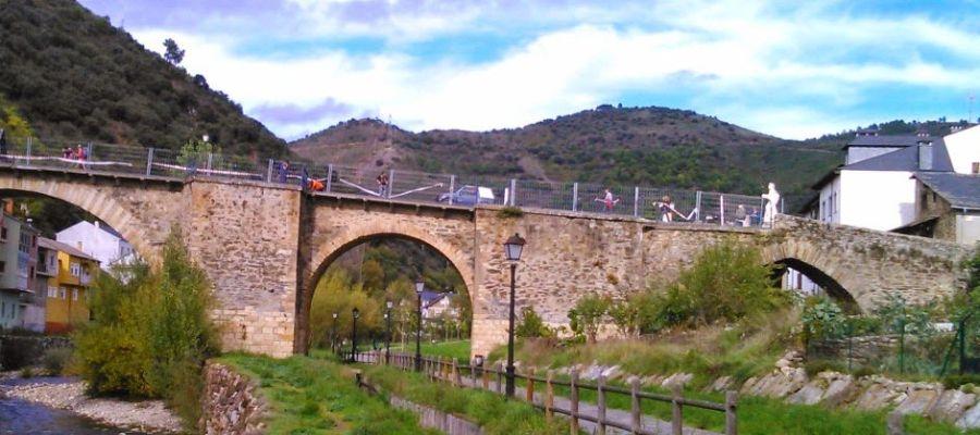 Puente antiguo de Villafranca del Bierzo (León)