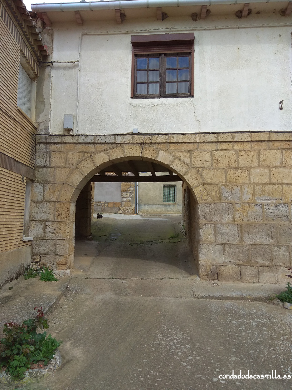Arco de la muralla. Acceso al castillo desde la Plaza Mayor en Itero del castillo.