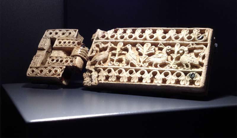 Broche de hueso altomedieval de Santa María de Hito