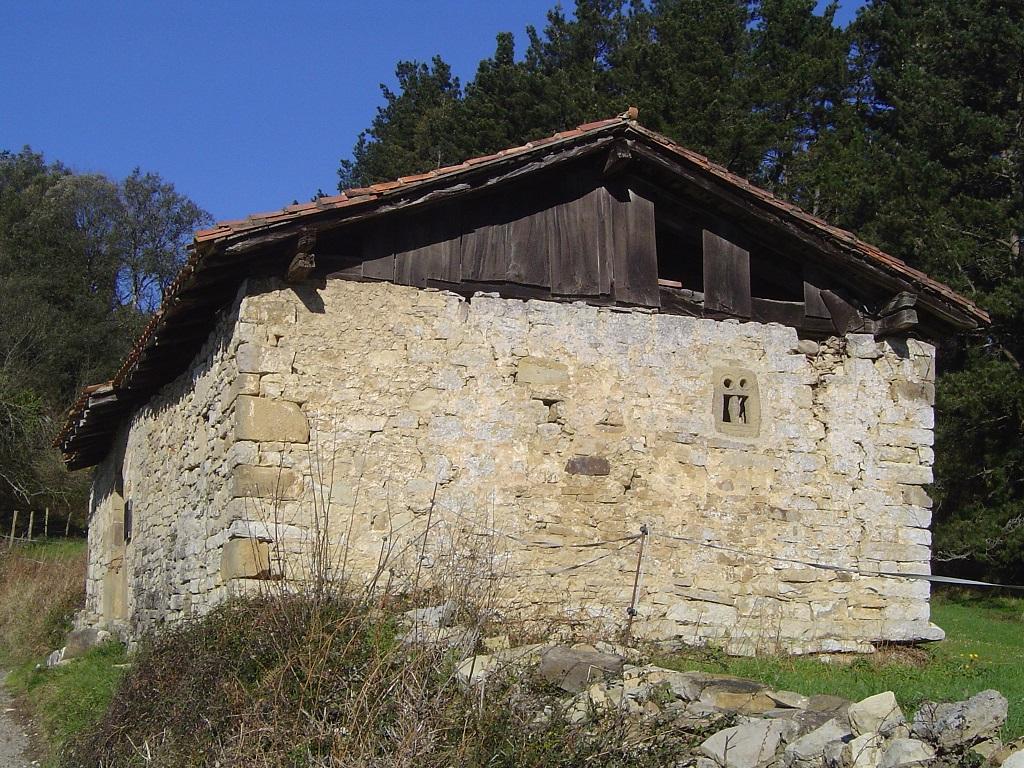 Restos prerrománicos de San Salvador de Zarandoa en Larrabetzu