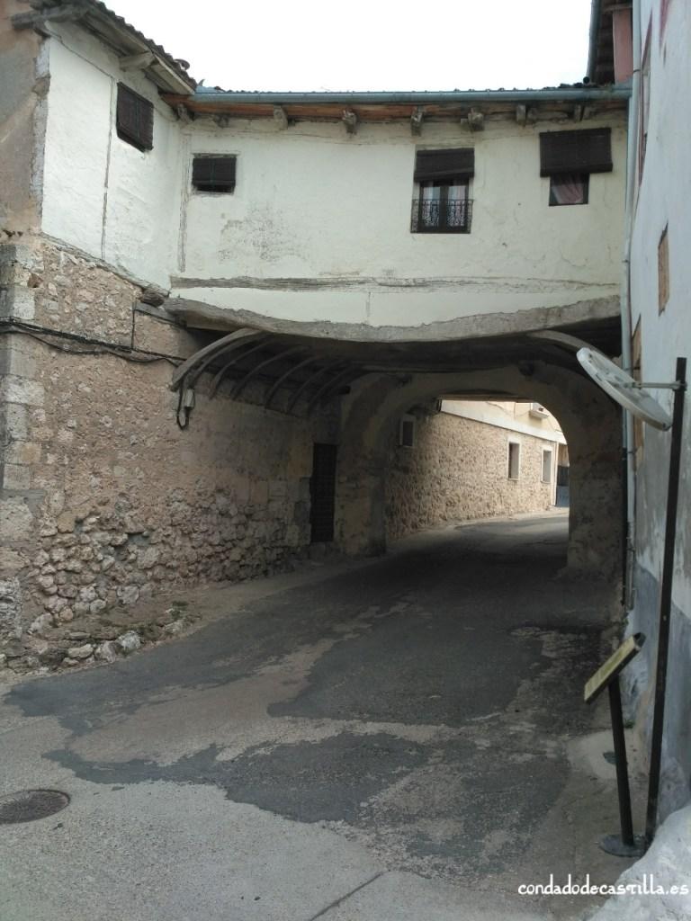 Puerta de El Palacio de la muralla de Fuentidueña