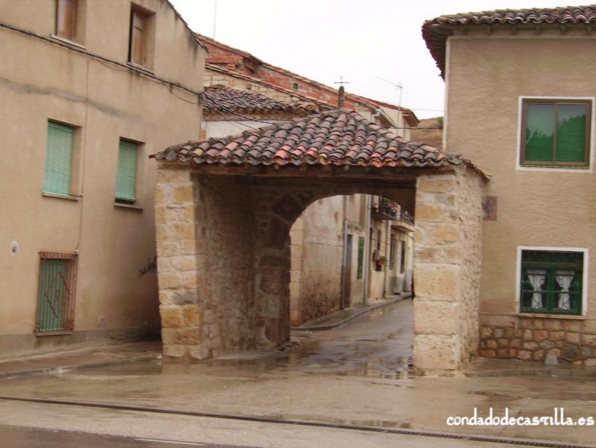 Arco de la muralla de Coruña del Conde