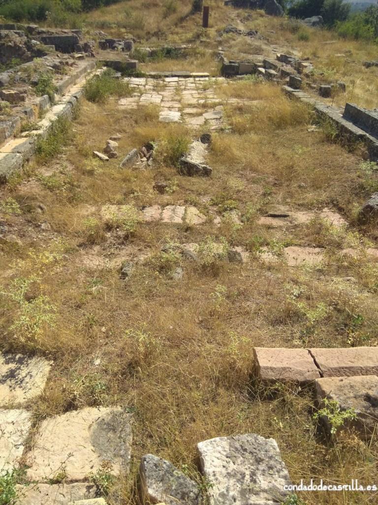 Restos de la iglesia de Santa Eulalia del cerro de El Castillo de Palacios de la Sierra
