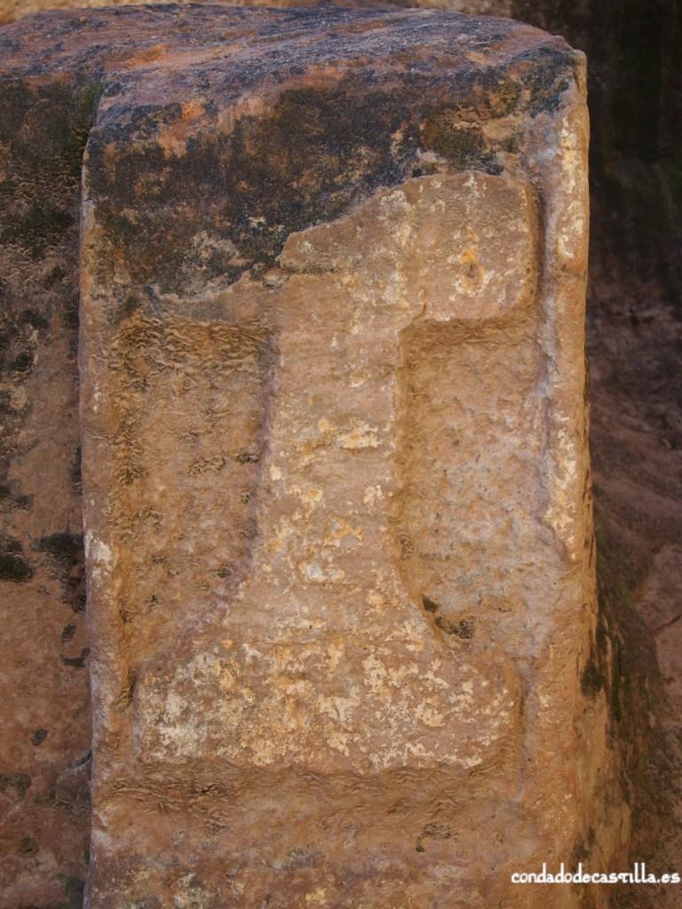 Cruz grabada en el eremitorio de San Pedro de Argés