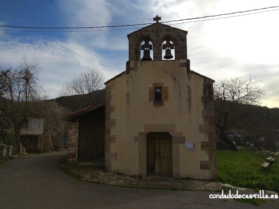 Pies de la nave y sala auxiliar añadidas a la iglesia prerrománica original de Santa Leocadia de Helguera