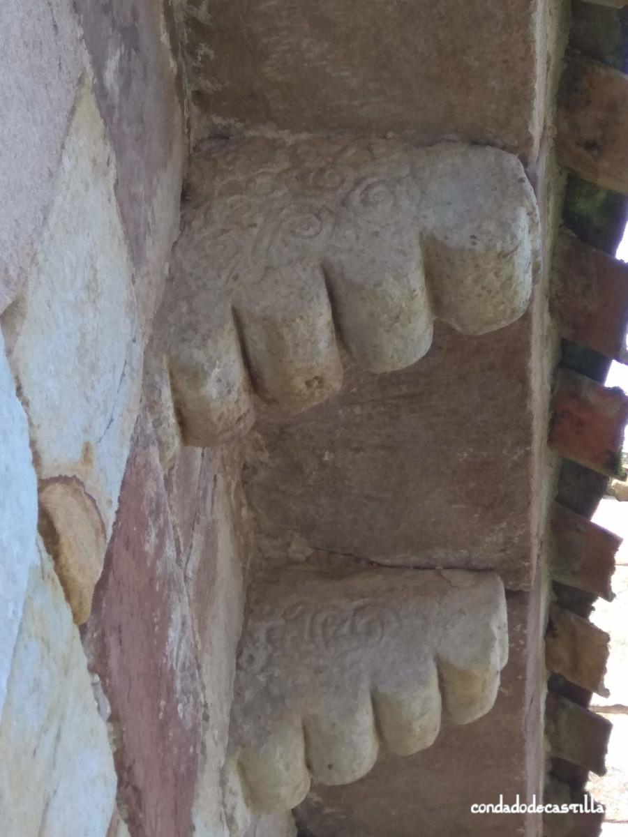 Decoración de modillones del muro norte del ábside de Santa Leocadia de Helguera
