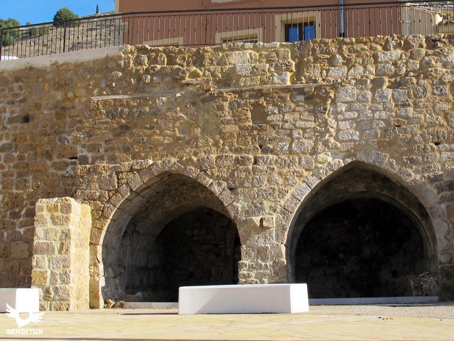 Restos de muralla y fuentes en Castrojeriz