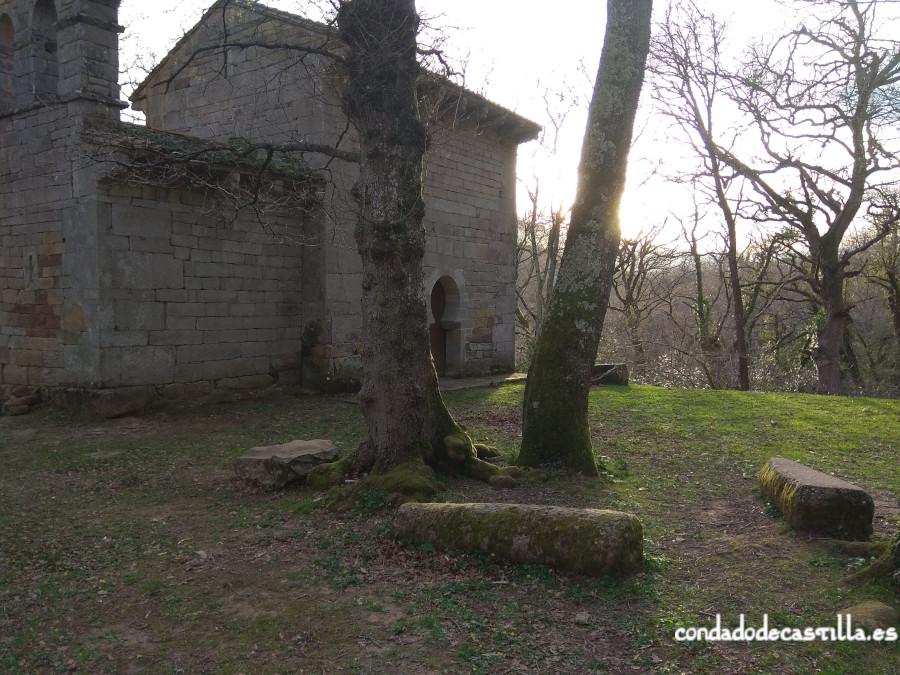 Restos de la necrópolis de San Román de Moroso