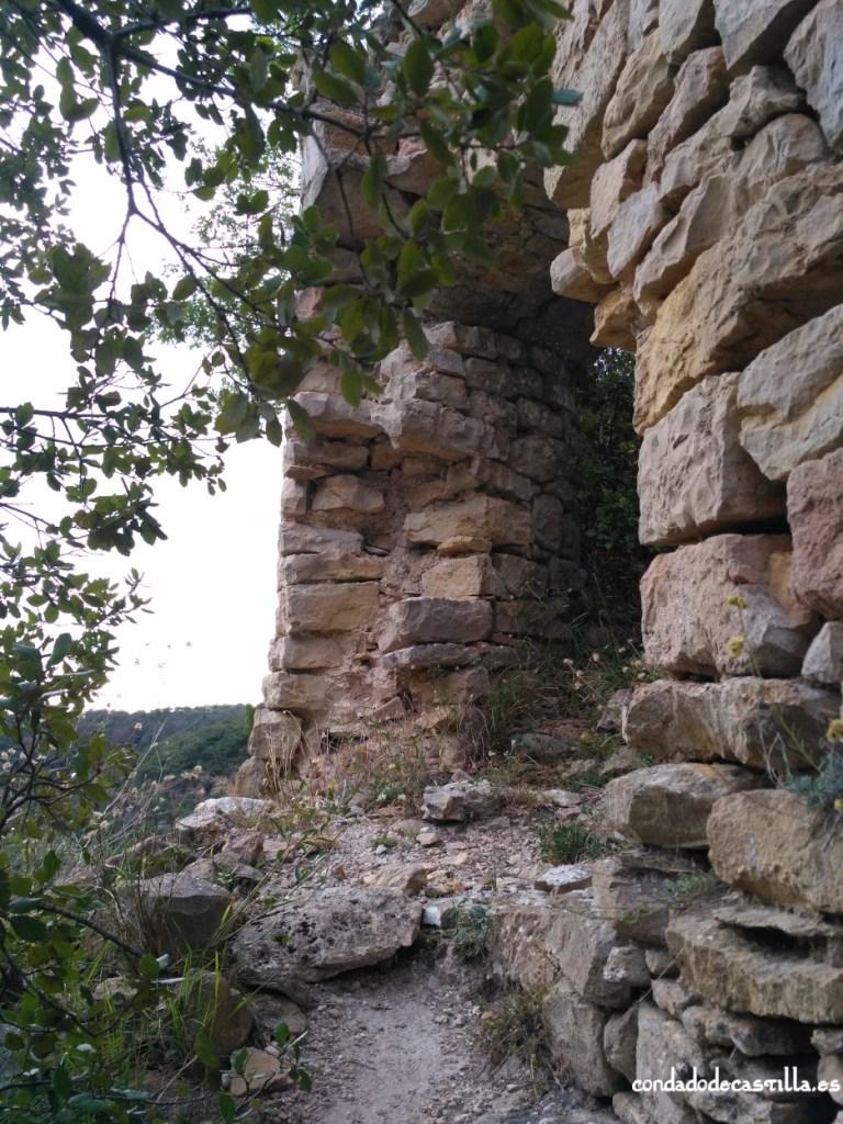 Puerta de acceso al castillo de Astúlez