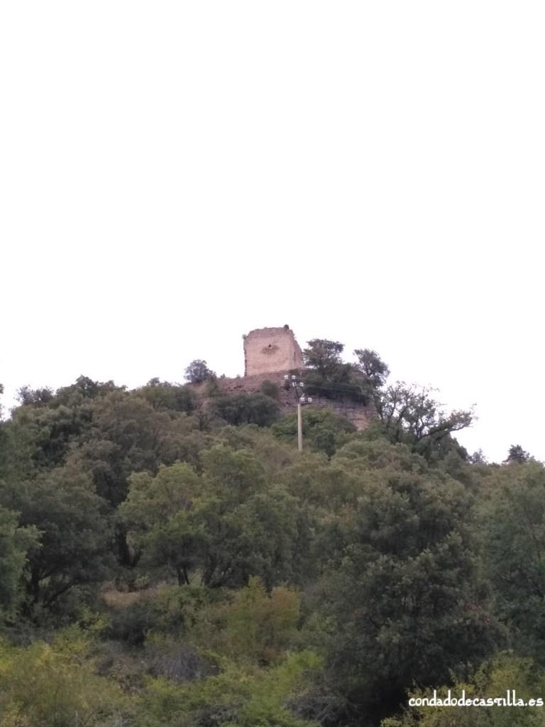 Castillo de Astúlez desde el pueblo