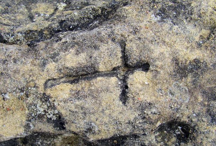 Cruz grabada en la Peña de San Clemente