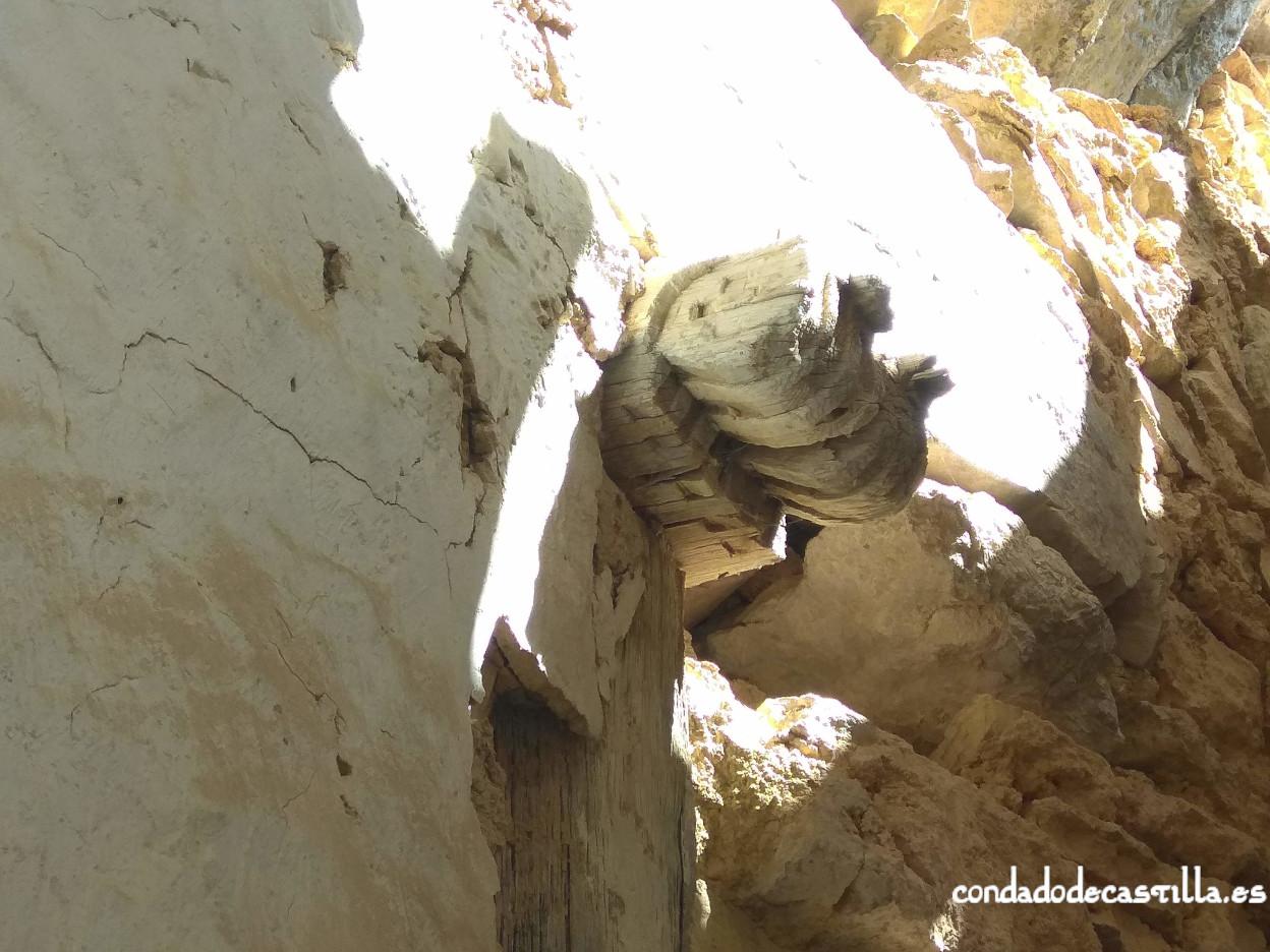 Modillón de estilo prerrománico en madera de San Juan de Socueva