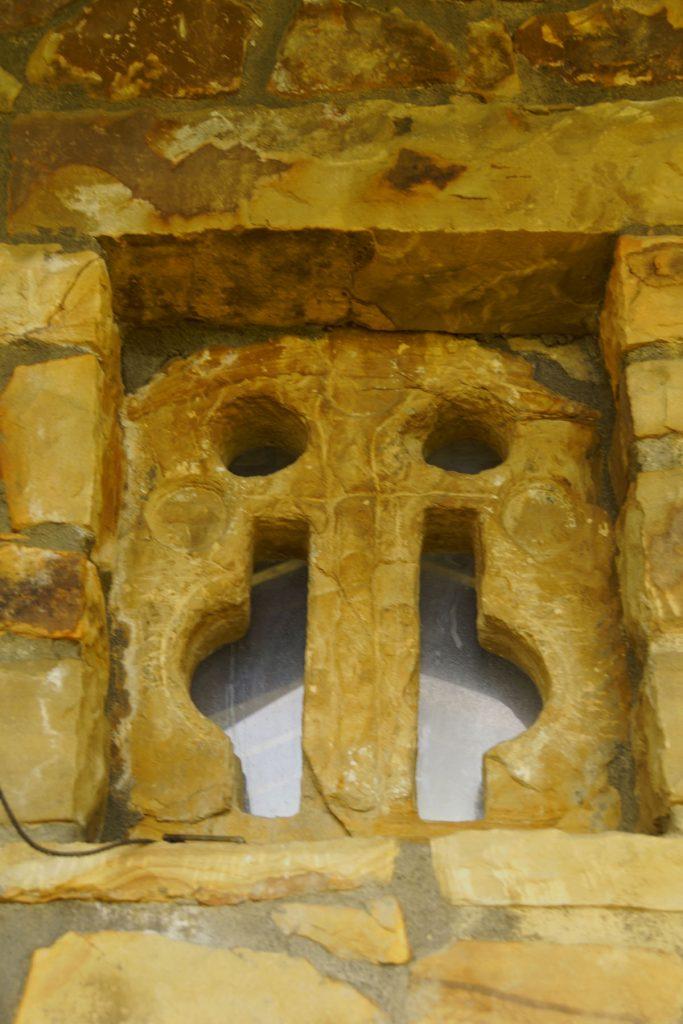 Ventana prerrománica de San Antonio Abdad de Atela, Munguía