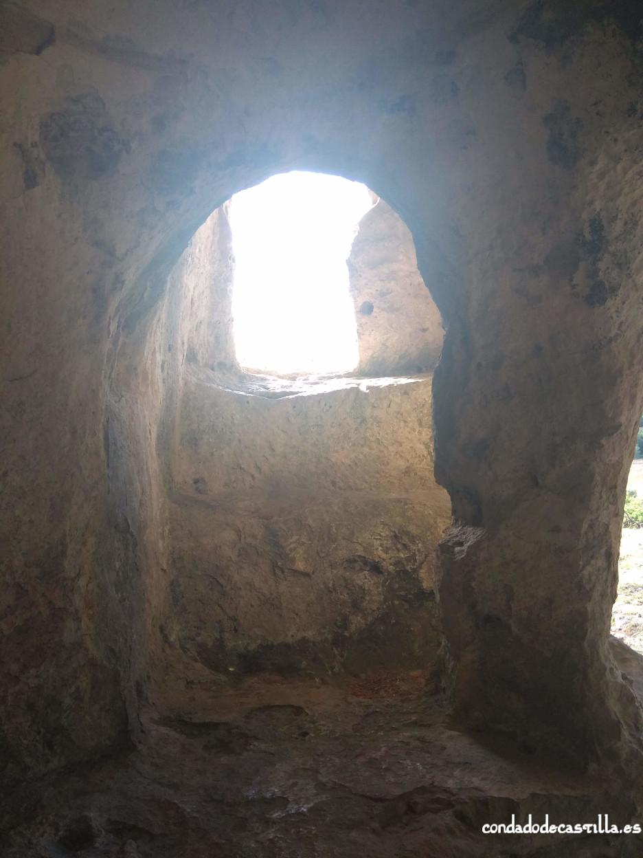 Interior de la planta baja de Cueva Santiago (Pinedo)