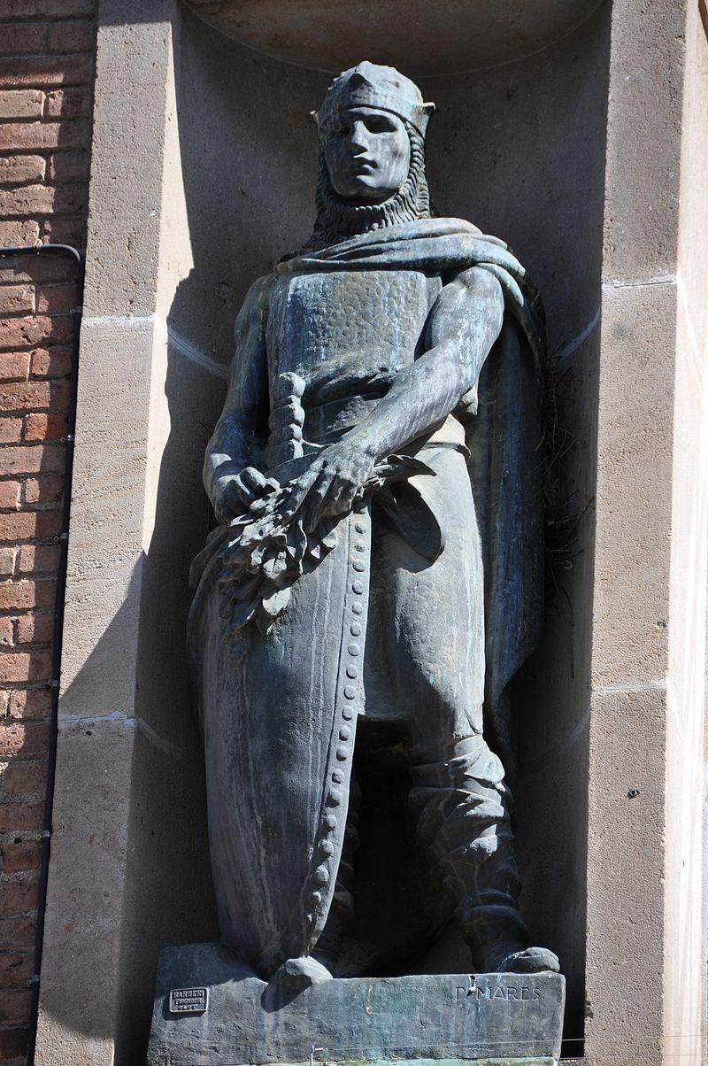 Ramon Berenguer III, escultura en la fachada del pabellón de la Exposición Universal de 1929 en Barcelona. De Frederic Marès.