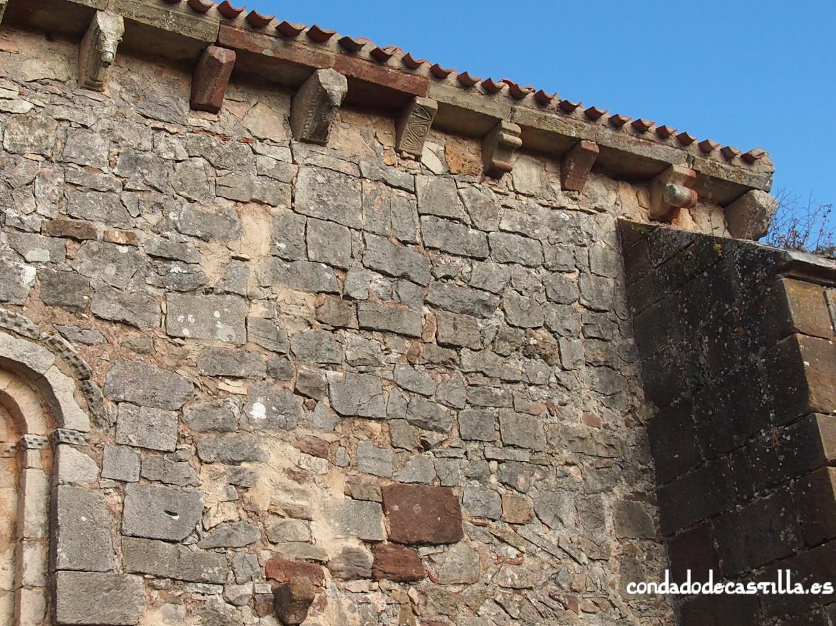 Canecillos muro sur. Ermita de la Virgen del Cerro. Cueva de Juarros