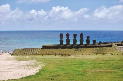 Moias auf der Osterinsel: Der Klimawandel lässt den Meeresspiegel steigen, das Wasser bedroht die alten Steinfiguren der Rapa Nui.
