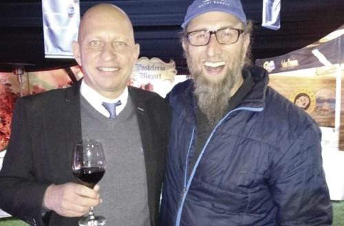 Ralph Haller und der Extremläufer Robby Clemens in der Botschaftsresidenz
