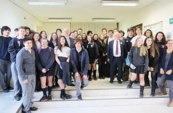 Norbert Blüm und Juan Carlos Latorre bei ihren Vorträgen, zu denen Schüler und Studenten vom LBI, Insalco sowie der DS Thomas Morus eingeladen waren.
