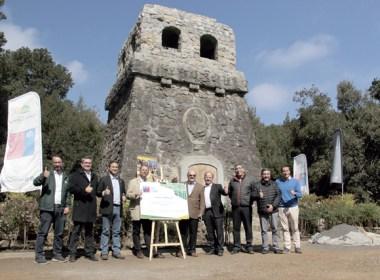 Daumen hoch: Vieles ist geschafft. Am 5. April kamen Vertreter der Deutschen Botschaft, des Deutschen Sportvereins Concepción und des Ministeriums für Wohnungsbau und Urbanismus am Bismarckturm zusammen.