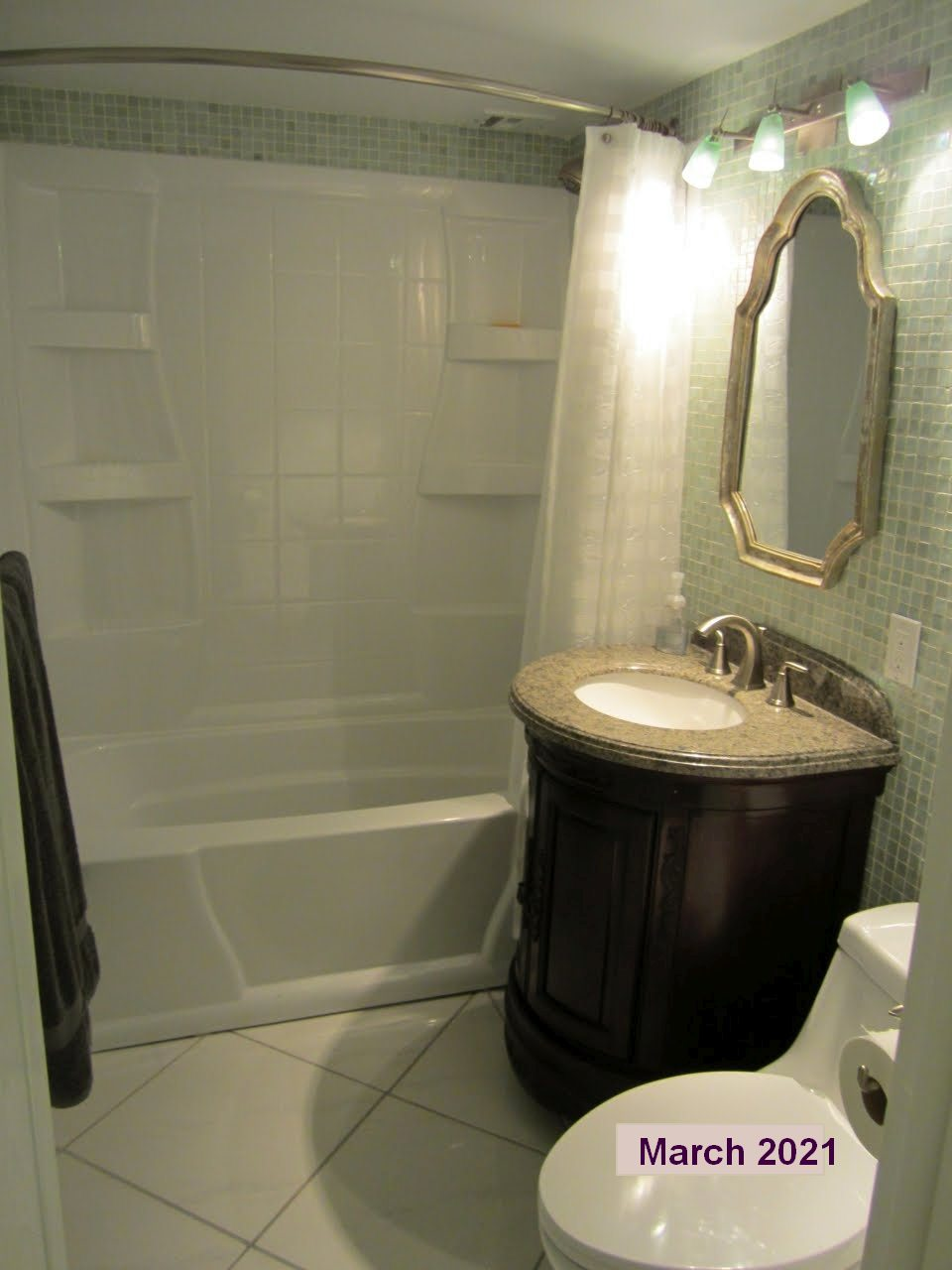 Vanderbilt Tower 1 #505 bathroom