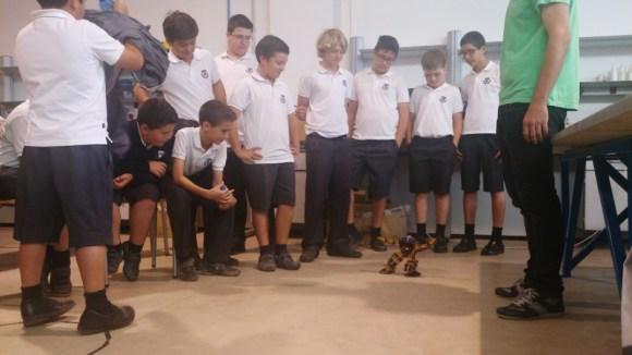 Un robot humanoide creado por alumnos de la Universidad de Almería