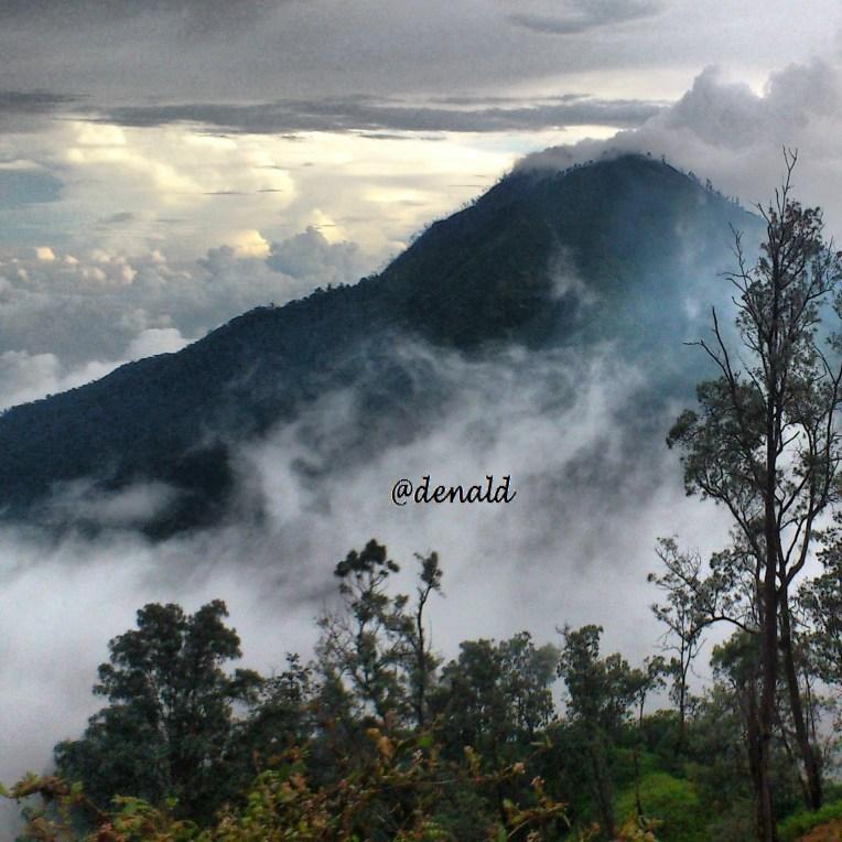Gunung entah apa namanya disisi menuju Kawah Ijen