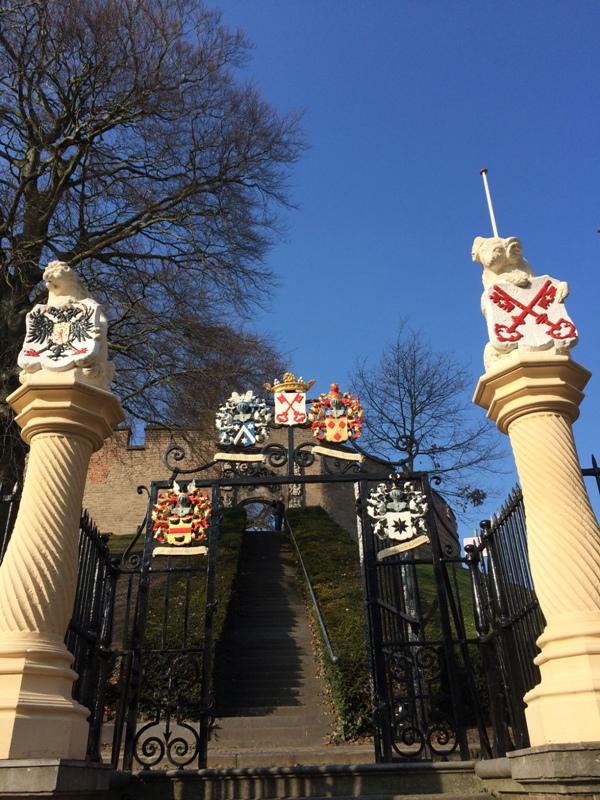 de Burcht. Benteng di Leiden yang dibangun pada tahun 1150 sebagai tempat pertahanan warga Leiden dari bahaya Banjir