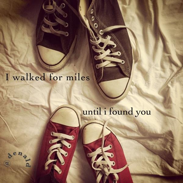 14 bulan lalu dua pasang sepatu ini pertama kali bertemu ketika pemiliknya saling berkenalan dan berjabat tangan.