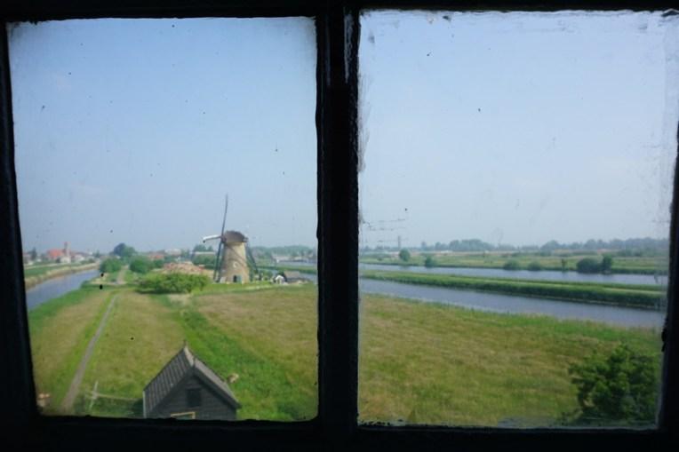Melihat kincir angin dari dalam museum