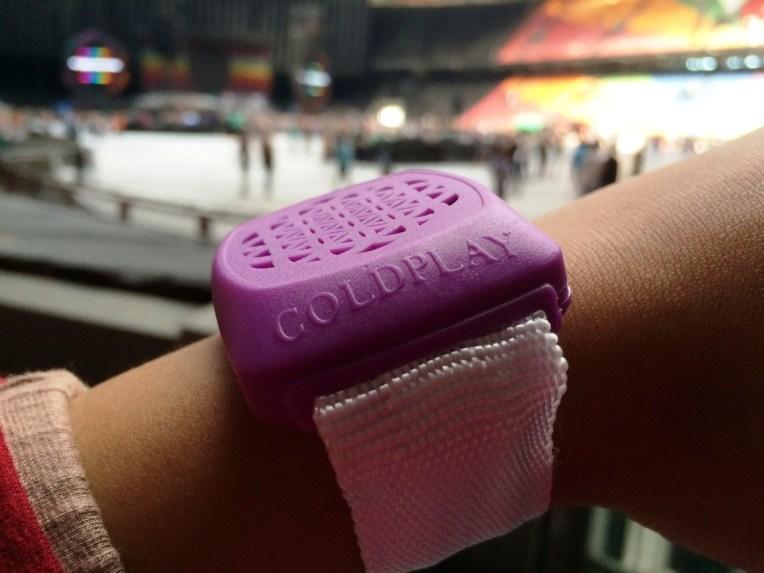 Taddaa!! Gelang Coldplay. Pilih warna ungu karenaa... ga ada alasan khusus :D