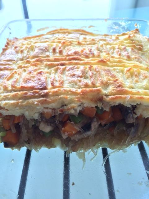 Pastel tutup isi wortel, soun, jamur, buncis, prei