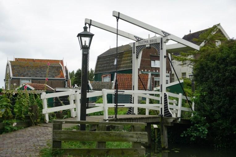 Jembatan-jembatan di Marken diberi nama anggota keluarga kerajaan